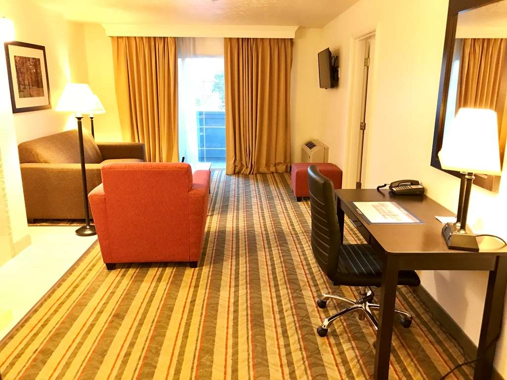 Best Western Visalia Hotel - Suite with Balcony, Fireplace