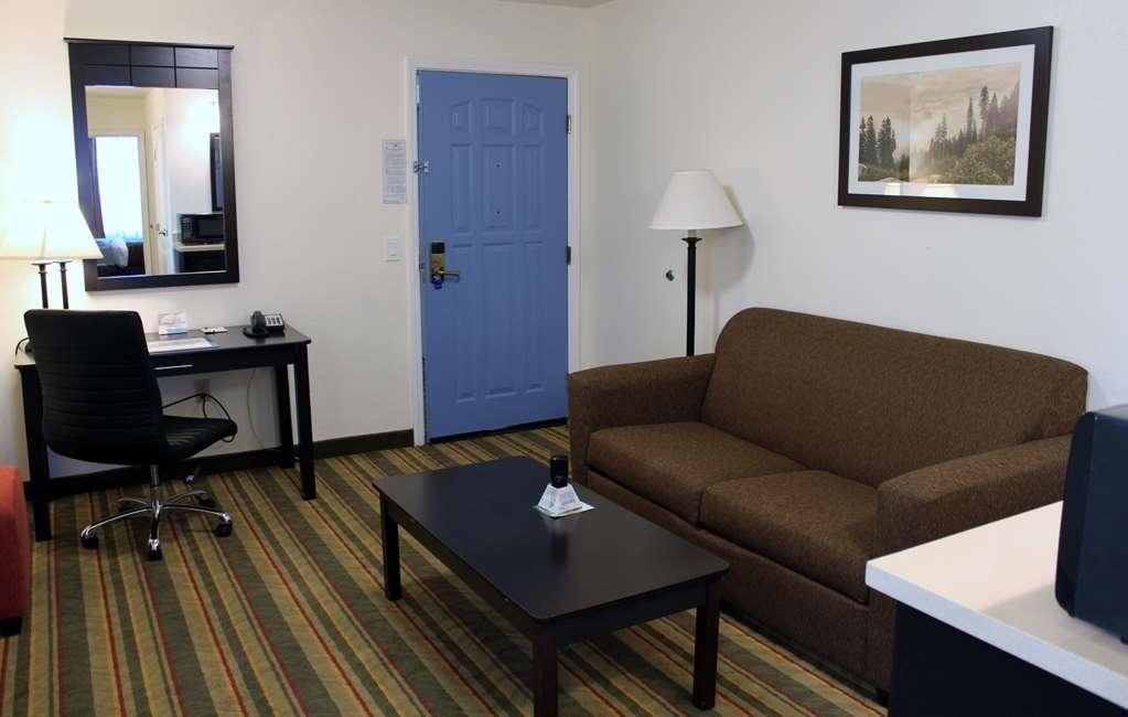 Best Western Visalia Hotel - Suite