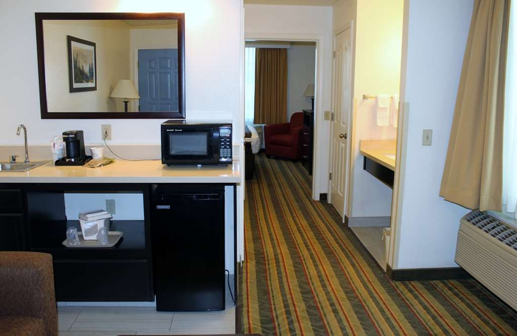 Best Western Visalia Hotel - Business Suite picture