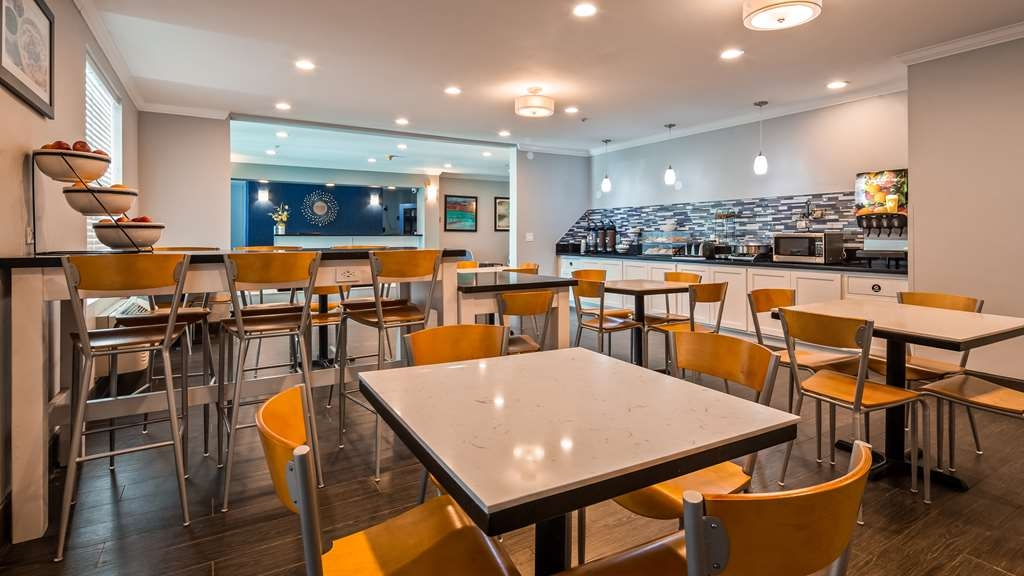 Best Western Visalia Hotel - Breakfast Area