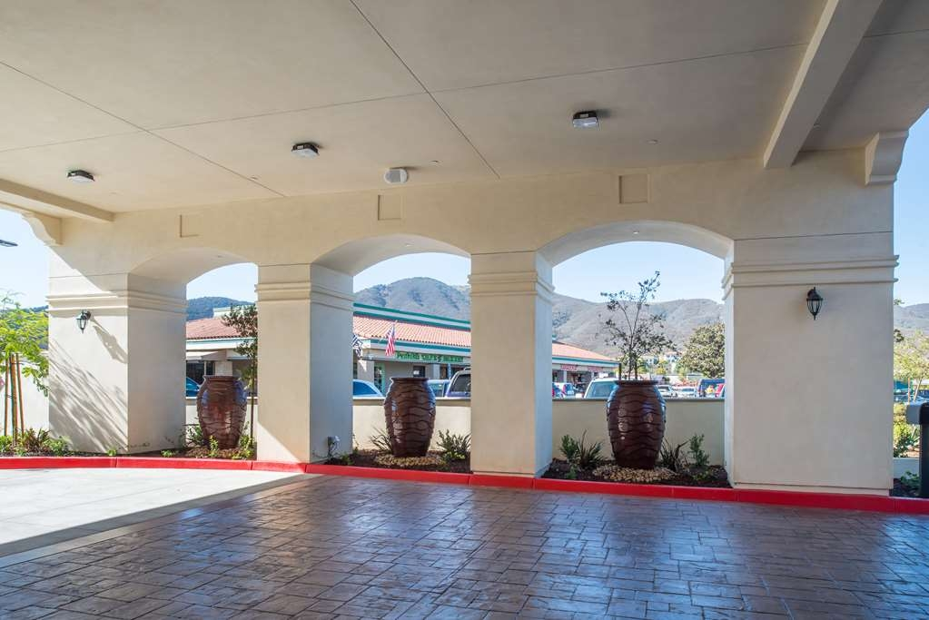 Best Western Plus Temecula Wine Country Hotel & Suites - Fountains