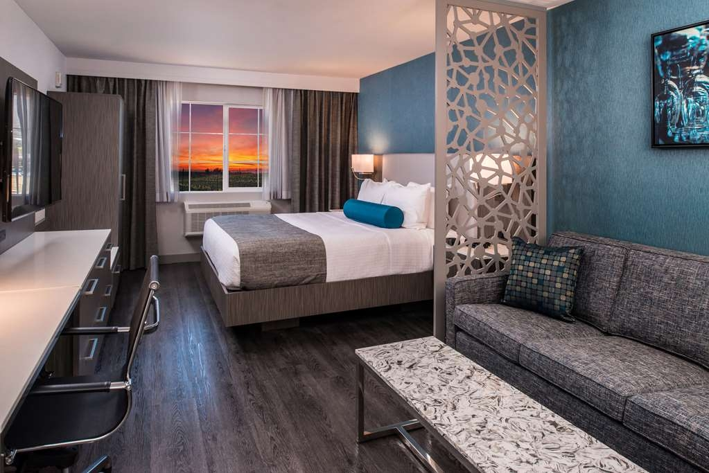 Best Western Plus Temecula Wine Country Hotel & Suites - KingSuite