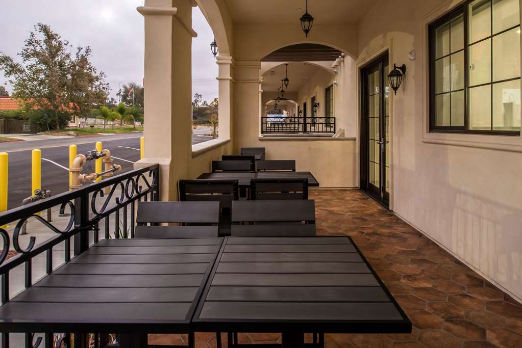 Best Western Plus Temecula Wine Country Hotel & Suites - BreakfastPatio