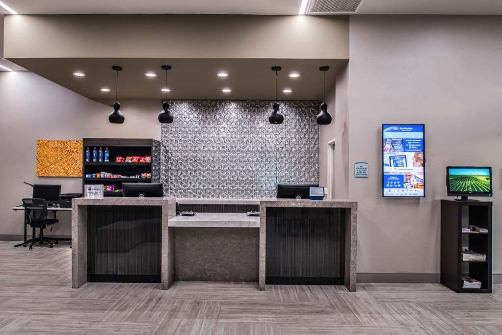 Best Western Plus Temecula Wine Country Hotel & Suites - Reception