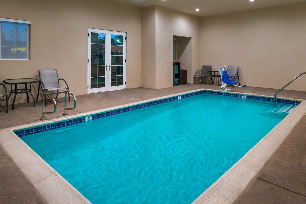 Best Western Plus Temecula Wine Country Hotel & Suites - SwimmingPool
