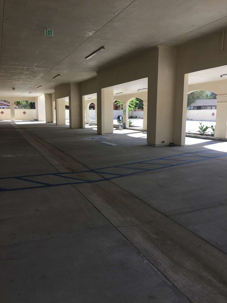 Best Western Plus Temecula Wine Country Hotel & Suites - Exterior Garage