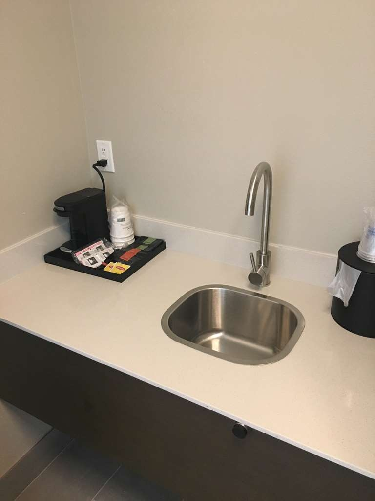 Best Western Plus Commerce Parkway Inn & Suites - Suite