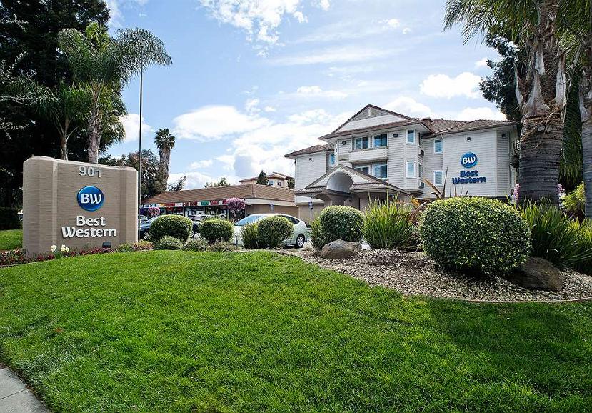 Best Western Crestview Hotel & Suites - Facciata dell'albergo