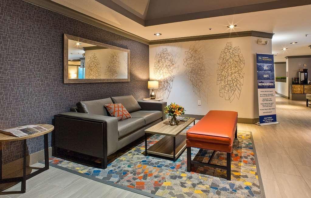 Best Western Crestview Hotel & Suites - Vista del vestíbulo