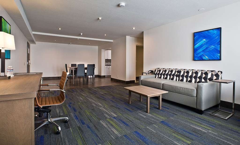 Best Western Crestview Hotel & Suites - Suite