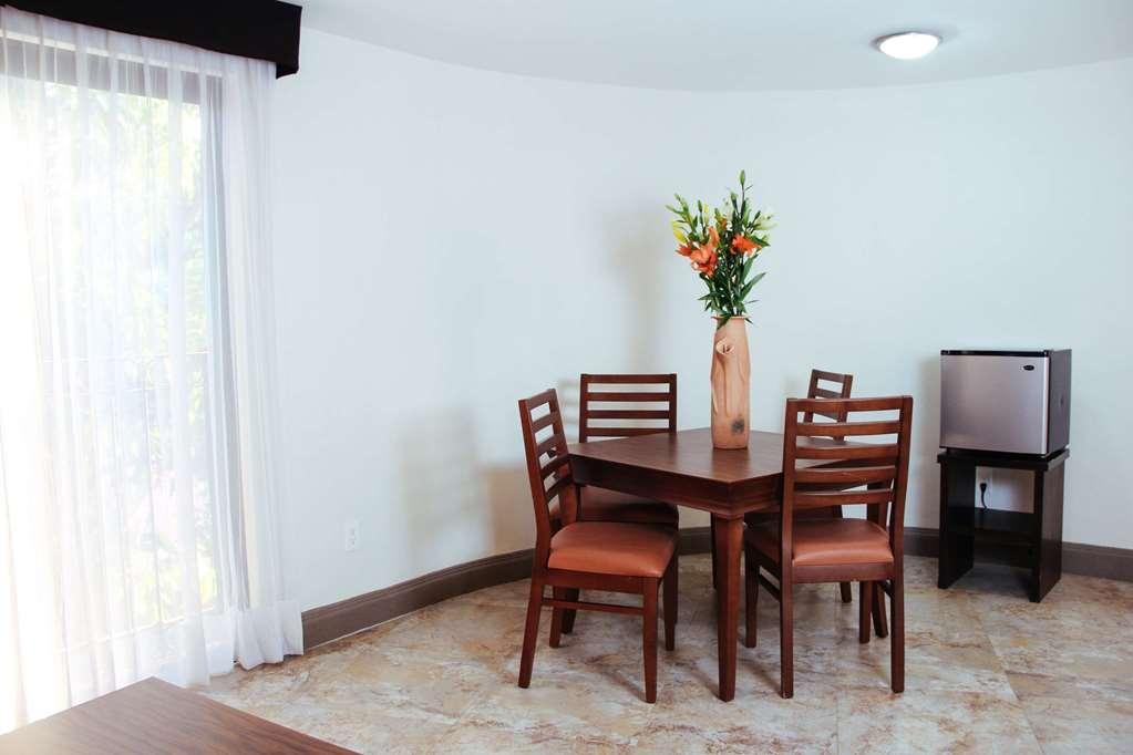 SureStay Hotel by Best Western Palmareca - Junior Suite Dining Area