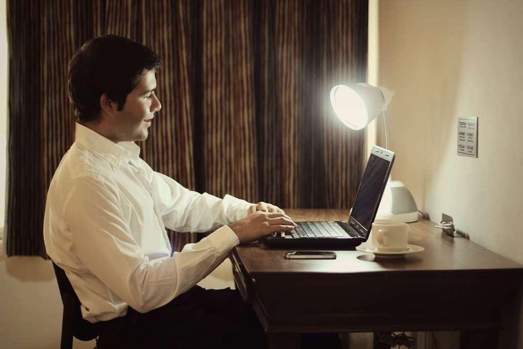 SureStay Hotel by Best Western Palmareca - Junior Suite Work Desk