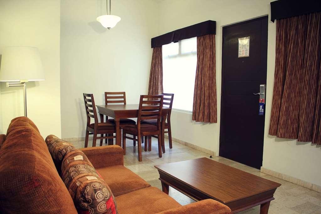 SureStay Hotel by Best Western Palmareca - Junior Suite Living Area