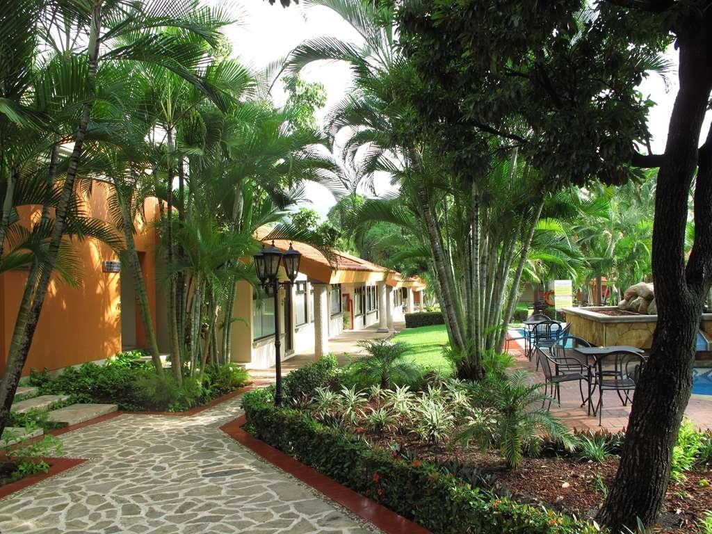 SureStay Hotel by Best Western Palmareca - Courtyard