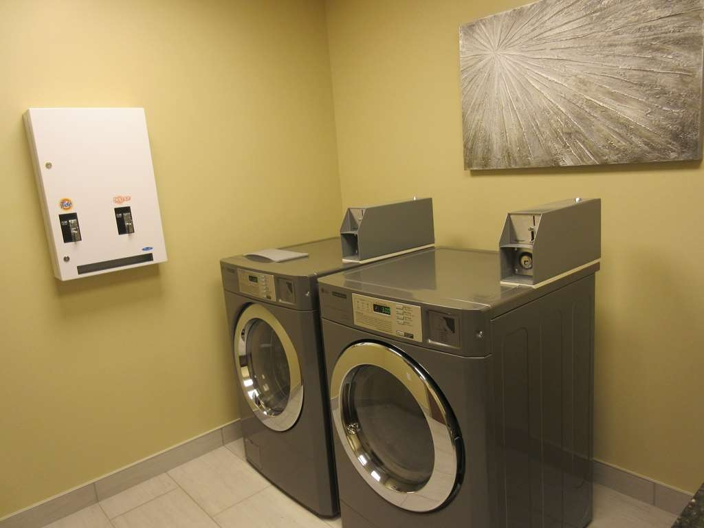 Best Western Plus St. John's Airport Hotel and Suites - Guest Laundry