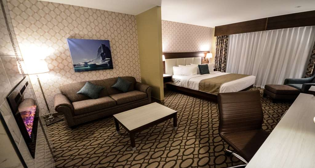 Best Western Plus St. John's Airport Hotel and Suites - Suite