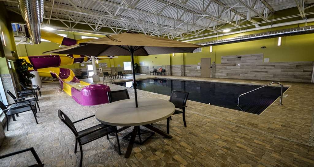 Best Western Plus St. John's Airport Hotel and Suites - Pool Area