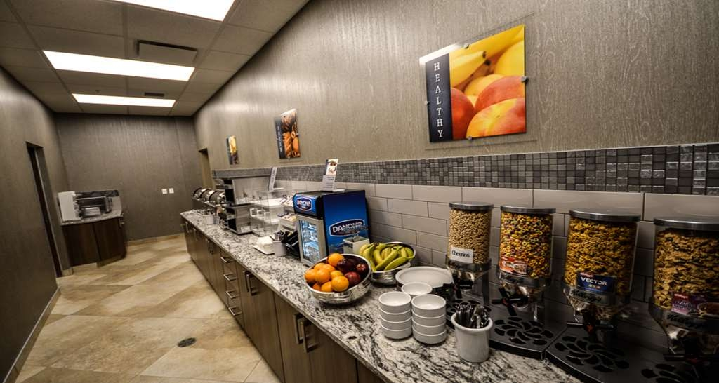 Best Western Plus St. John's Airport Hotel and Suites - Breakfast Buffet Area