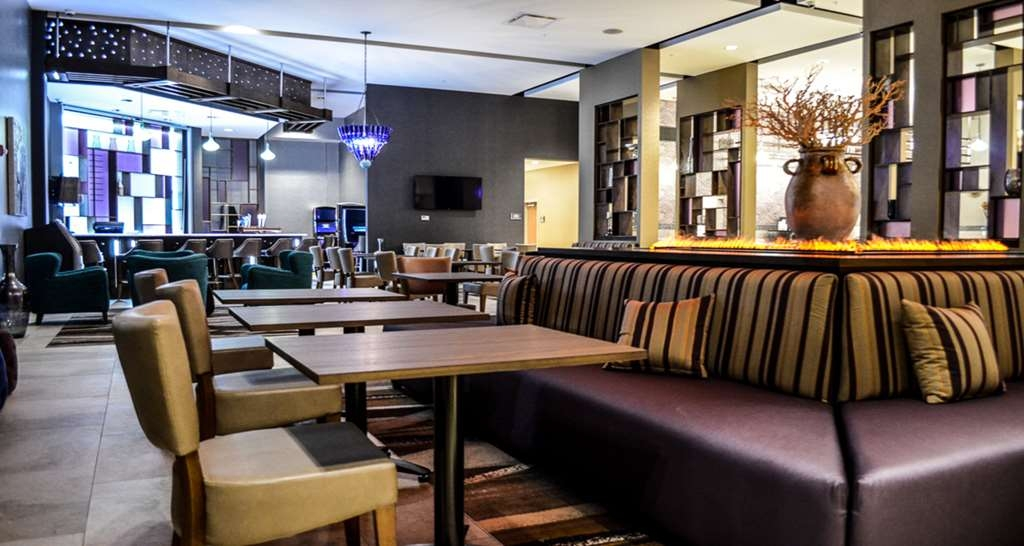 Best Western Plus St. John's Airport Hotel and Suites - Bar / Lounge