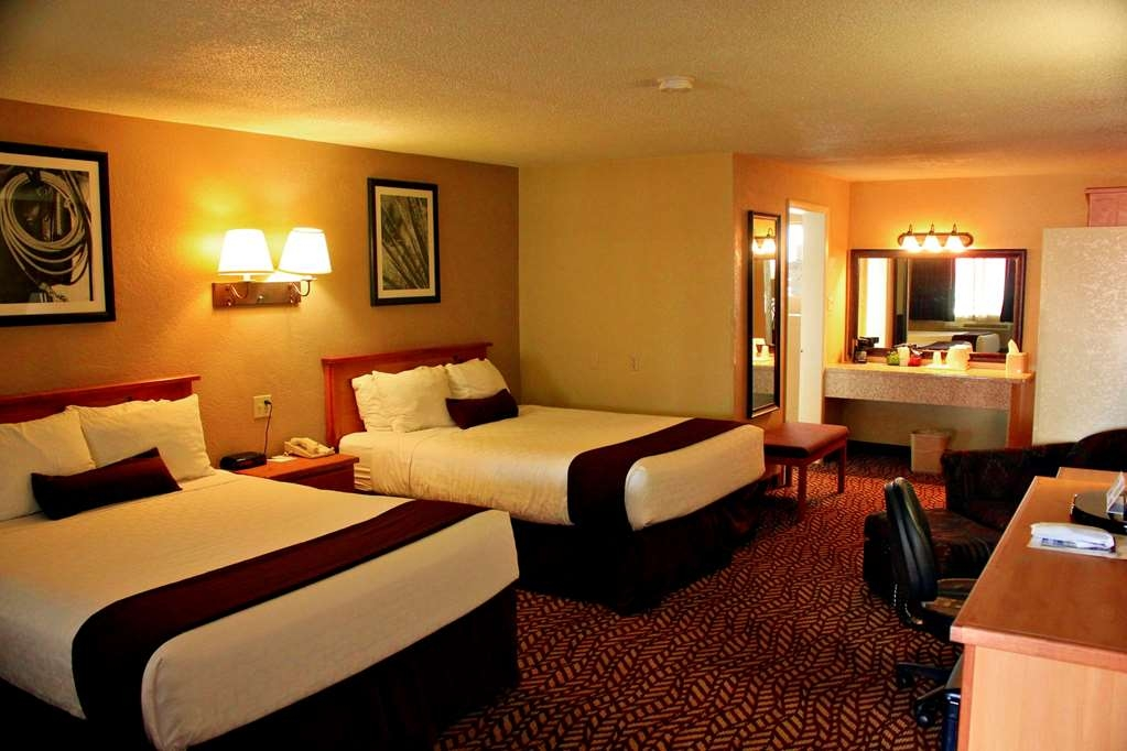 Best Western Turquoise Inn & Suites - More than two people staying in the room? Book our two queen room for your time with us.