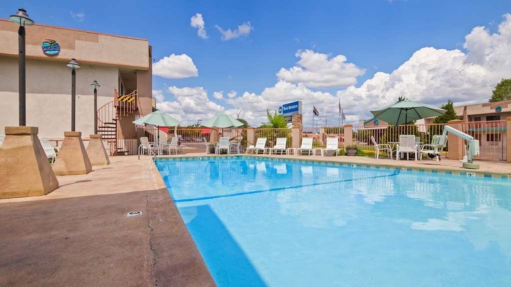 Best Western Turquoise Inn & Suites - The outdoor pool is perfect for swimming laps or taking a quick dip.