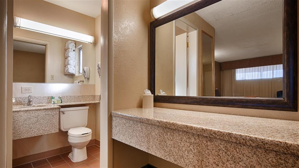 Best Western Turquoise Inn & Suites - Enjoy getting ready for the day in our fully equipped guest bathrooms.
