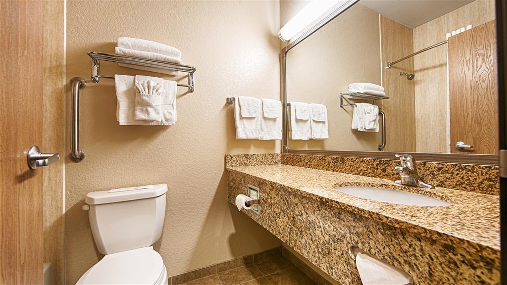 Best Western Rambler - Bereiten Sie sich in unseren sauberen Badezimmern auf den Tag vor.