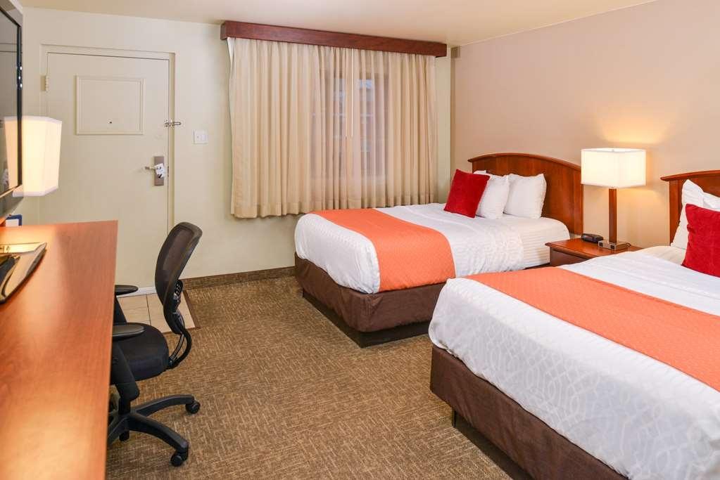 Best Western University Inn - Habitación con dos camas de matrimonio