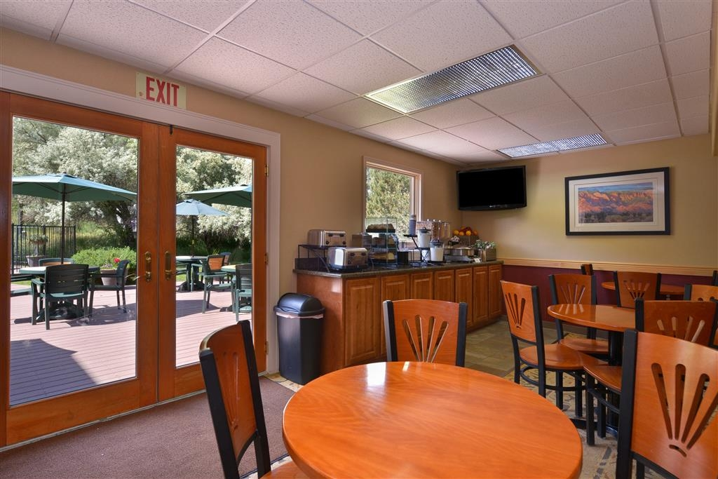 Best Western Durango Inn & Suites - Sit down with family and friends as you enjoy breakfast each day of your stay.