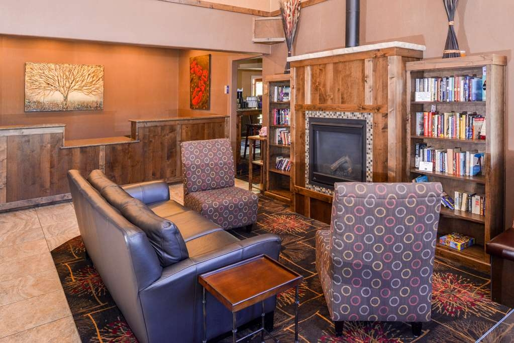 Best Western Durango Inn & Suites - Sit down and take a break in our inviting lobby.