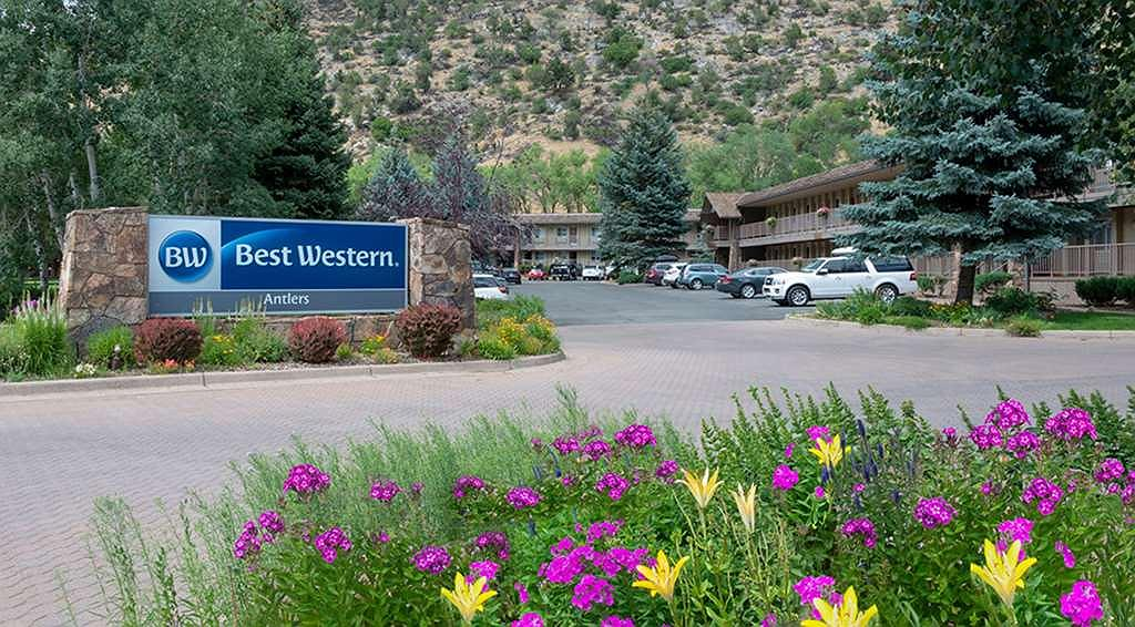Best Western Antlers - BWA sign floral resize