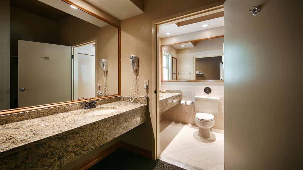 Best Western Antlers - Guest Bathroom