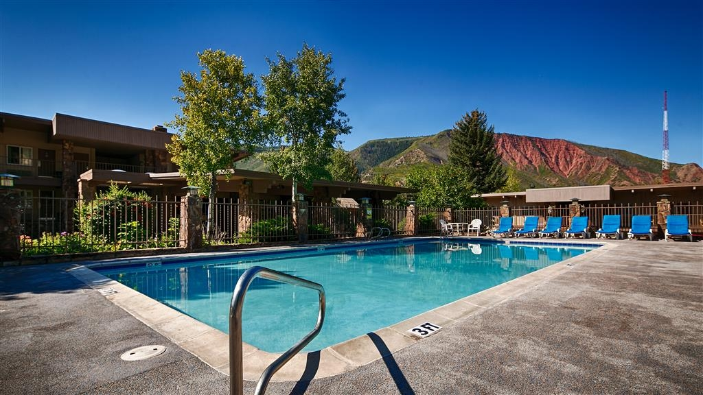 Best Western Antlers - Enjoy spectacular Red Mountain views from the outdoor pool on a sunny summer day.