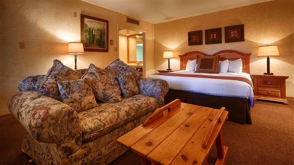 Best Western Antlers - Spend an extra special weekend in this fantastic room with fireplace and jetted tub with European hand-held shower.