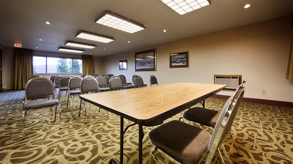 Best Western Ptarmigan Lodge - Meeting room with a view of Lake Dillon.