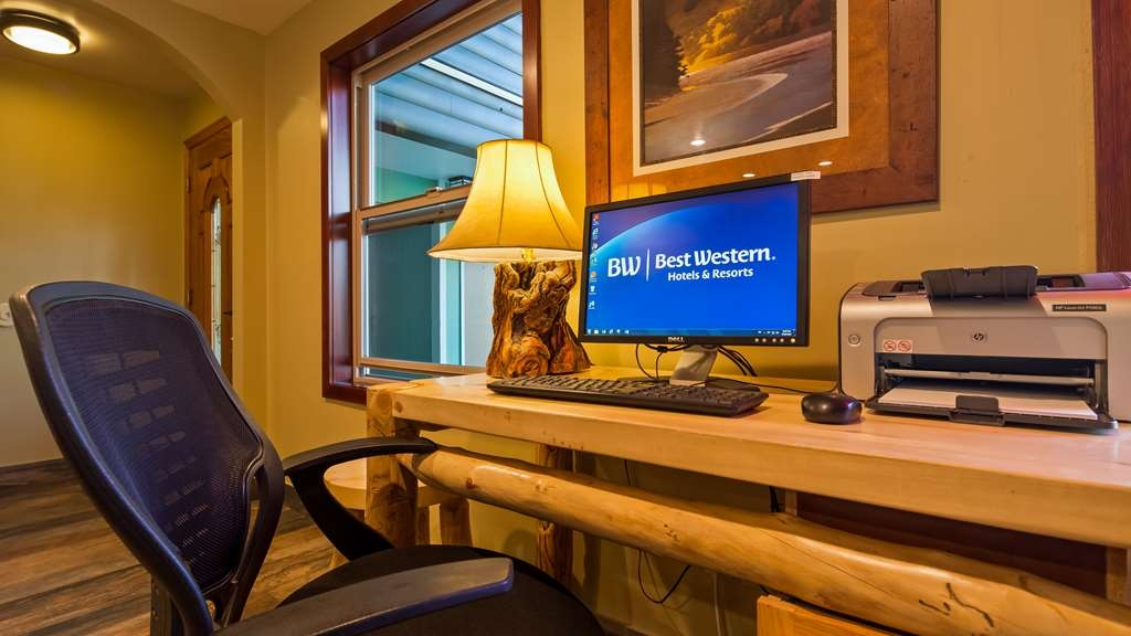 Best Western Ptarmigan Lodge - Keep connected at our business center.