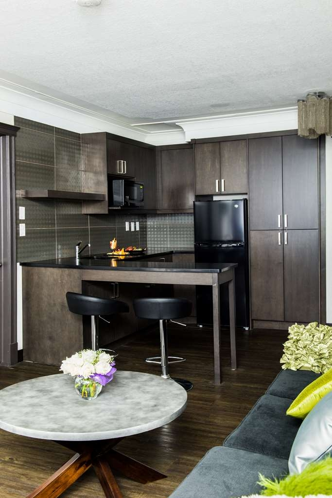 Best Western Plus Village Park Inn - Suite