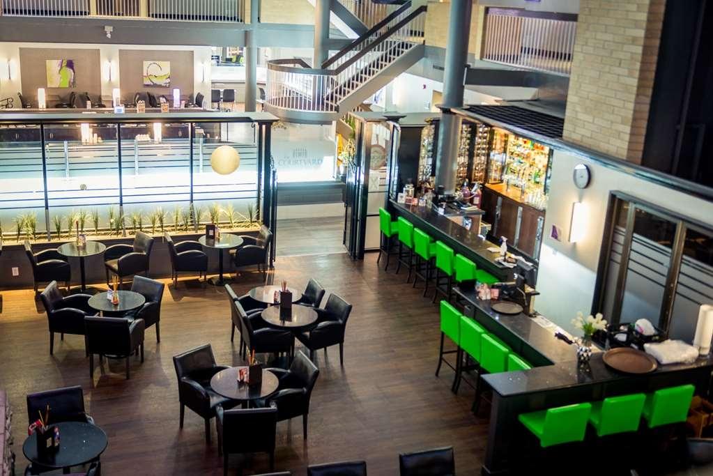 Best Western Plus Village Park Inn - Bar / Lounge