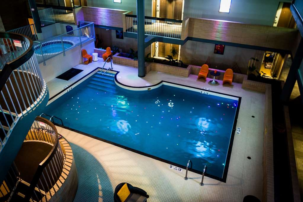 Best Western Plus Village Park Inn - Indoor Swimming Pool and Hot Tub