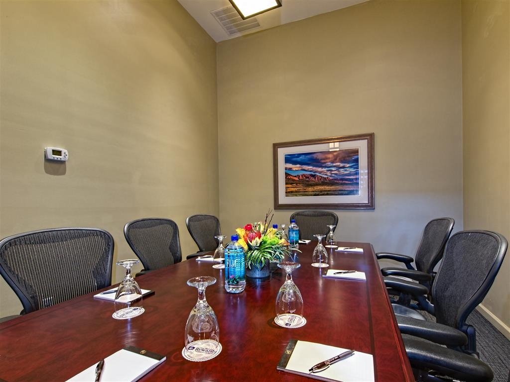 Best Western Plus Boulder Inn - Our boardroom is an executive resource catering to board level meetings.