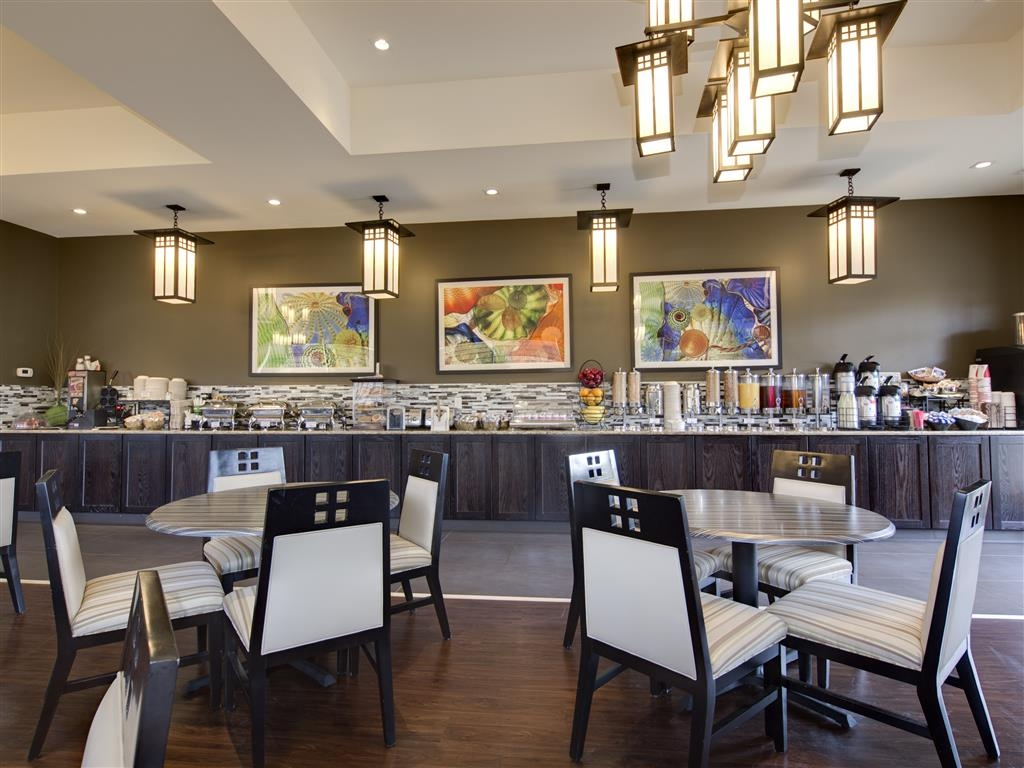 Best Western Plus Boulder Inn - Our breakfast area is now open! The 1,200 square foot Chautauqua room boasts a 33 foot solid granite buffet.
