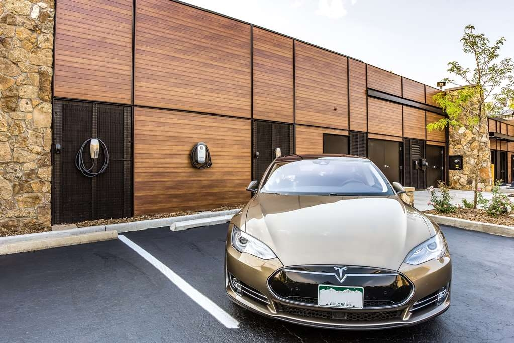 Best Western Plus Boulder Inn - The Boulder Inn has installed a total of 3 EV charging stations including (2) Tesla 80 Amp Single Phase for Model S, and 1 Sun Country EV40 J1772. These charging stations are free for all overnight guests.