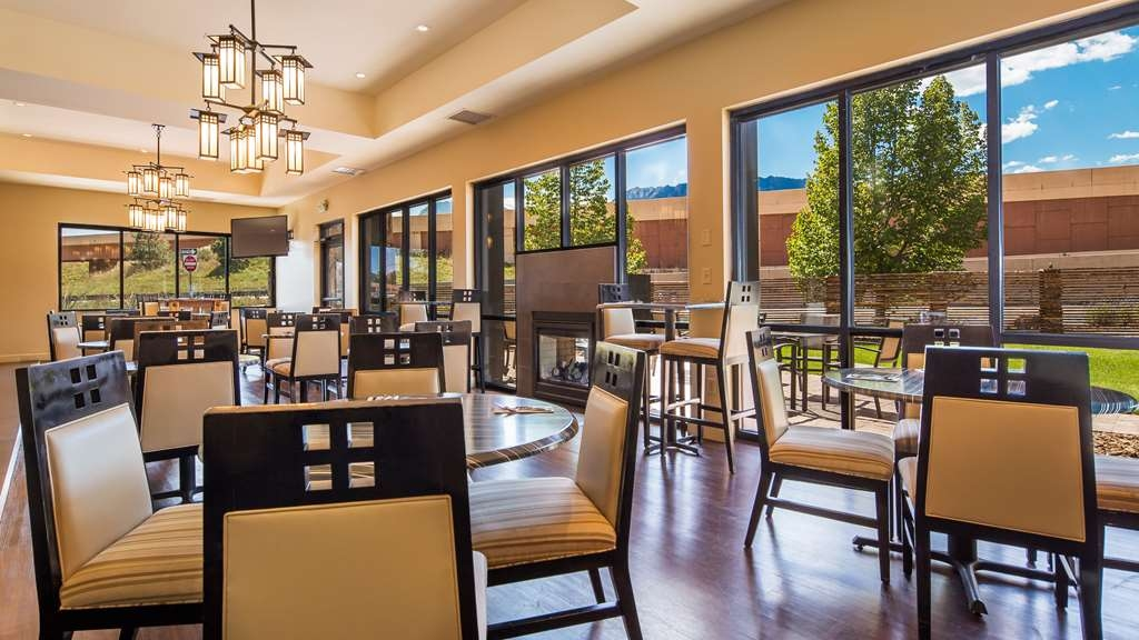 Best Western Plus Boulder Inn - The richly appointed private dining room features a fireplace, a state of the art coffee machine and complimentary hot breakfast.