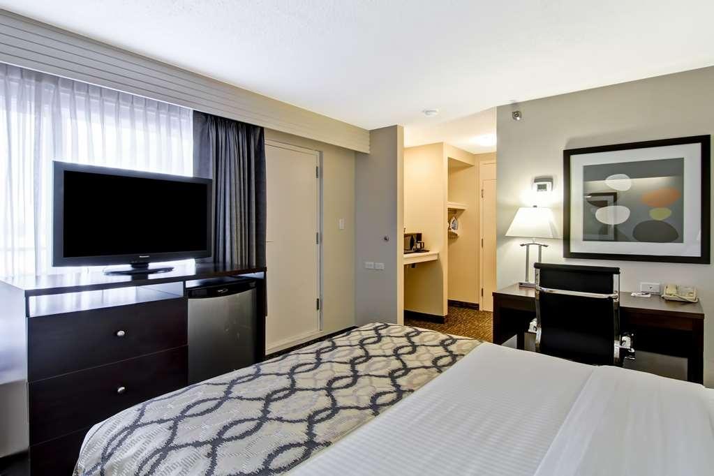 Best Western Cedar Park Inn - King Bed Guest Room with Balcony