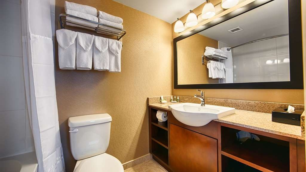 Best Western Plus Suites Downtown - Badezimmer