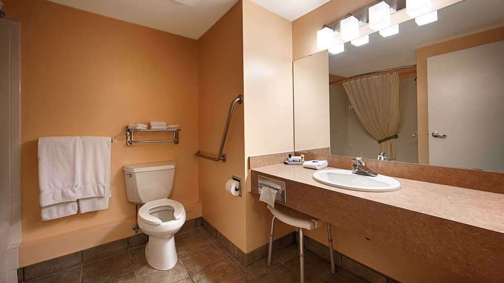 Best Western Of Olds - Mobility Accessible Bathroom