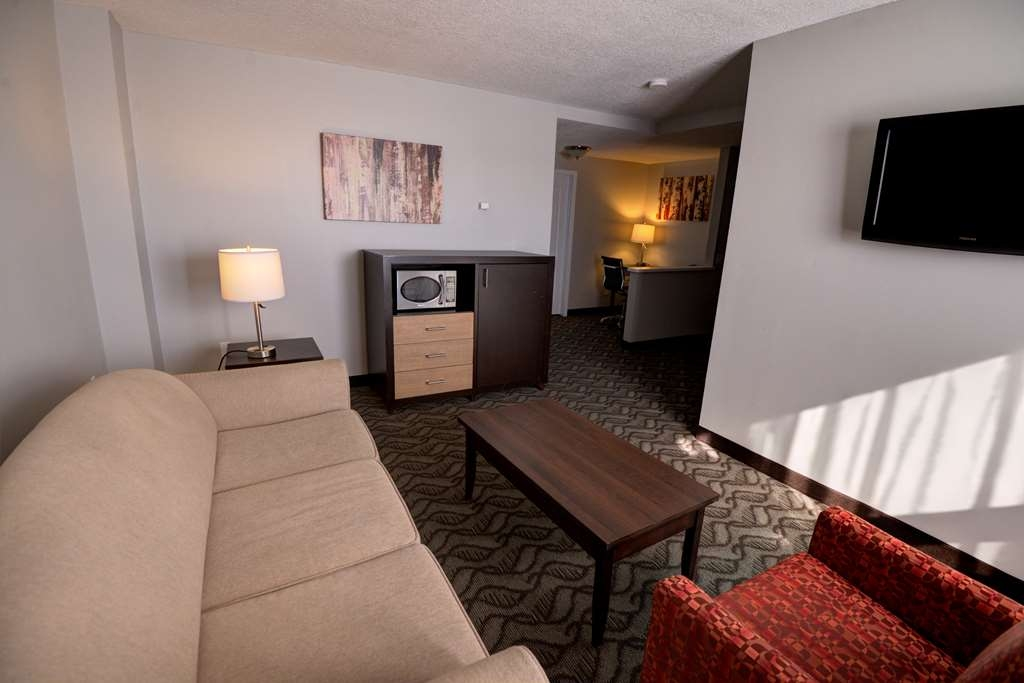 Best Western Airdrie - Enjoy the convenience of a balcony in our over sized king suites with balcony, sofa bed, microwave, refrigerator and flat screen TV.