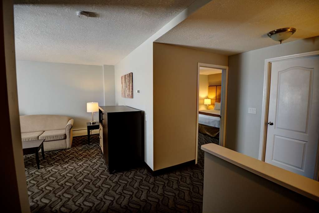 Best Western Airdrie - For those needing more space, our over-sized king suites offer ample room, sofa bed, microwave, refrigerator and flat screen TV.