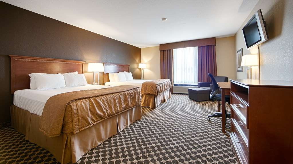 Best Western Strathmore Inn - Touring Calgary with a close friend? Book our convenient two queen bed guest room.