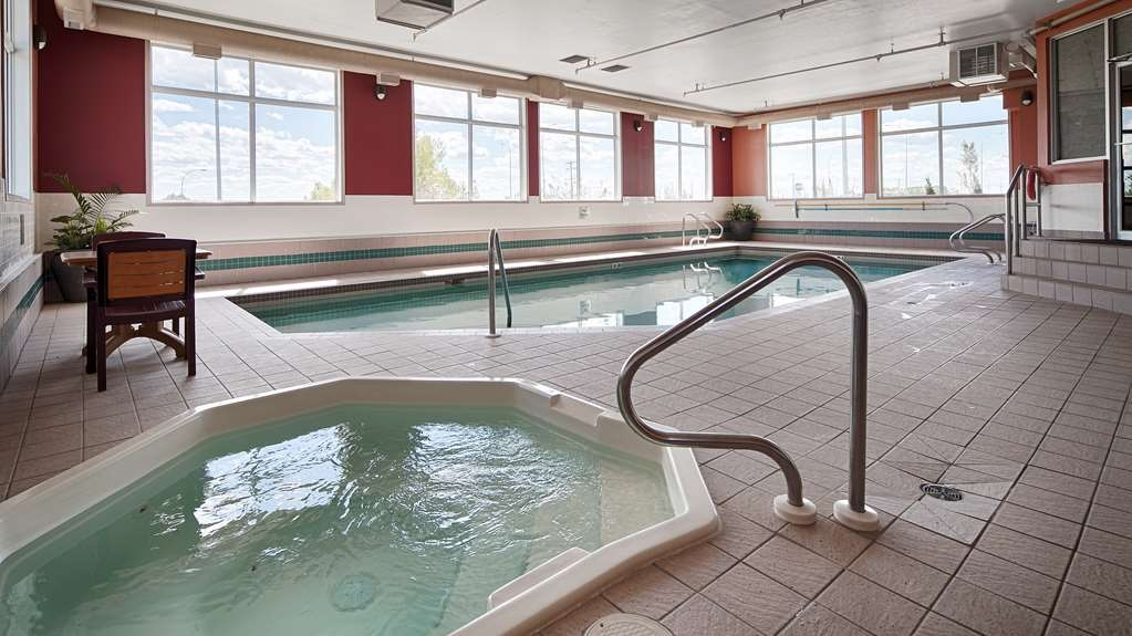Best Western Strathmore Inn - Indoor Swimming Pool and Hot Tub